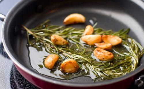 क्या खाना बनाने में  कई बार इस्तेमाल किए जाने वाले तेल से सेहत पर असर पड़ता है?