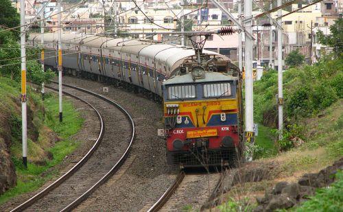 रेलवे में नौकरी पाने का सुनहरा मौका, रेलवे ने मांगे 1लाख से अधिक पदों पर आवेदन