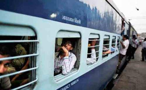 रेलवे विभाग के स्वच्छता अभियान के दावे हुए ध्वस्त