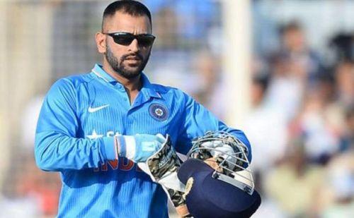 IND vs BAN: डे नाइट टेस्ट मैच में गेस्ट कमेंटेटर के तौर पर आ सकते है एमएस धोनी