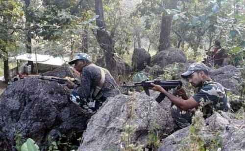 झारखंड: सुरक्षाबलों के हाथ लगी बड़ी सफलता, पीएलएफआई के पांच नक्सली किए ढेर