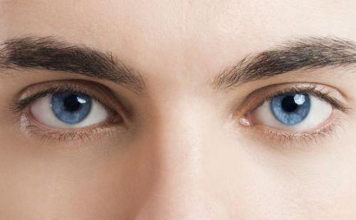 आंखों की रोशनी बढ़ाने के लिए ट्राई करें ये आयुर्वेदिक टिप्स….