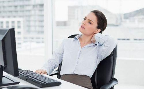 महिलाओं के लिए ऑफिस में काम करते वक्त हमेशा बैठे रहना बेहद खतरनाक है, पढ़िए और बचिए नुकसानों से ….