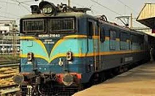 दिल्ली से मुंबई जाने वाले यात्रियों के लिए खुशखबरी, चलेगी एसी स्पेशल ट्रेन