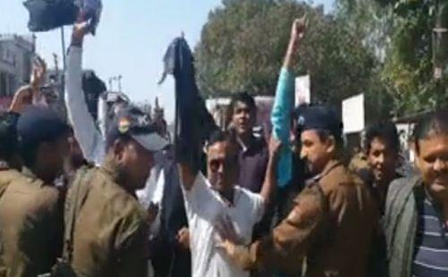 खटीमा पहुंचे सीएम त्रिवेंद्र सिंह रावत,कांग्रेेस कार्यकर्ताओं ने किया विरोध प्रदर्शन