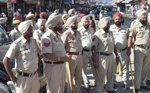 आचार संहिता: पंजाब पुलिस के 150 अधिकारियों के तबादलों पर लगाई रोक
