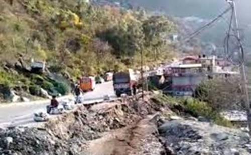 रामपुर में लगातार धंस रहा एनएच-5, 11 सालों से हो रही अनदेखी