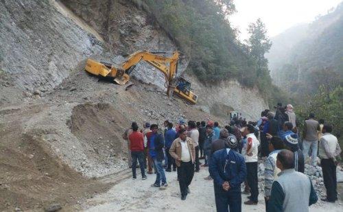 ऑल वेदर रोड का निर्माण कर रहे दो मजदूरों की मलबे में दबने से मौत