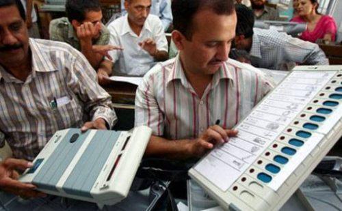 ईवीएम खराब होने से कई जगहों पर शुरू नहीं हो पाया मतदान