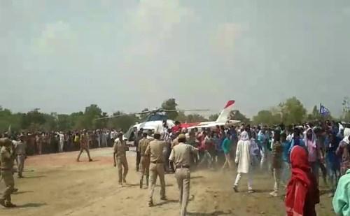 मायावती की झलक पाने के लिए उमड़ी समर्थकों की भीड़
