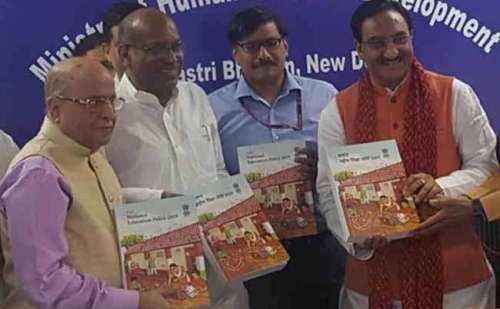 मोदी सरकार ने राष्ट्रीय शिक्षा नीति के मसौदे में किया बदलाव,  हिंदी पढ़ने की अनिवार्यता हुई खत्म