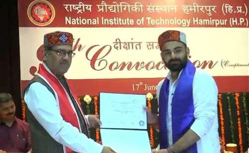 NIT हमीरपुर में नौंवे दीक्षांत समारोह का किया गया आयोजन, छात्रों ने हिमाचली परिधान में हासिल की डिग्रियां
