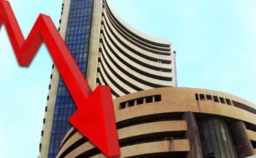 हफ्ते के पहले दिन औंधे मुहं गिरा शेयर बाजार, निफ्टी भी मंदी के दौर में बंद