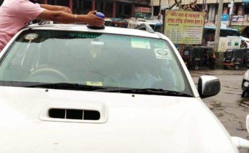 पंजाब पुलिस का अधिकारी नीली बत्ती लगाकर दिखा रहा था रौब, ज्वालामुखी पुलिस ने काटा चालान