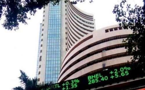 शेयर बाजार की आज शुरूआत सपाट तो वहीं रूपया में बढ़ोतरी की गई दर्ज