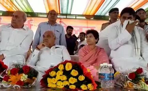 कांग्रेस ने किया चुनावी शंखनाद, कुमारी शैलजा और भूपेंद्र सिंह हुड्डा ने की कार्यकर्ता सम्मेलन में शिरकत