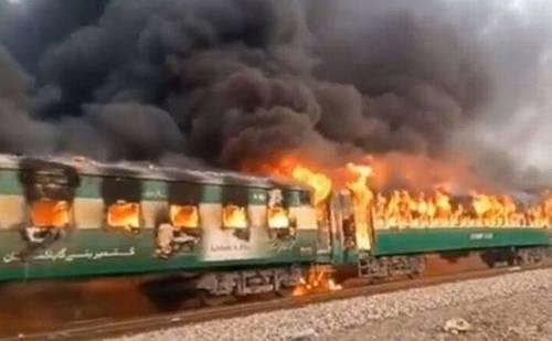 पाकिस्तान में ट्रेन हादसा, 60 से अधिक हुई मरने वालों की संख्या