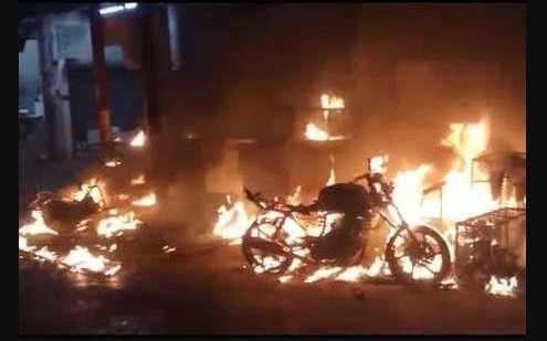 अलीगढ़ में ट्रांसफार्मर में अचानक आग लगने से आधा दर्जन लोग झुलसे