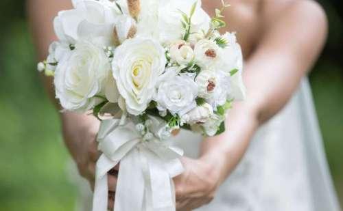 दुल्हन ने शादी में आने वाले मेहमानों के लिए रखी एंट्रीं फीस, लोगों ने किया ट्रोल