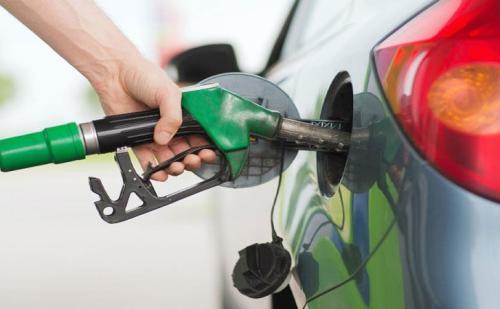 आज फिर से पेट्रोल-डीजल के दामों में आई भारी गिरावट,जानें नई कीमत