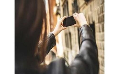 Selfie ने ले ली महिला की जान, जानें क्या है पूरा मामला ?