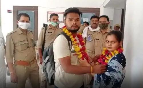 पुलिस थाने में ही प्रेमी जोड़े ने रचाई शादी, पहुंच गए नाराज घर वाले फिर…
