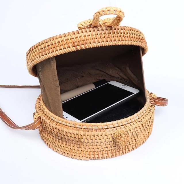 Cozy woven bag with iphone