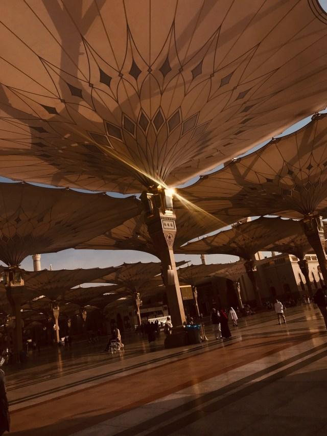 sun-glow-on-umbrella-prophets-mosque-masjid-annabawi-madinah-saudi-arabia