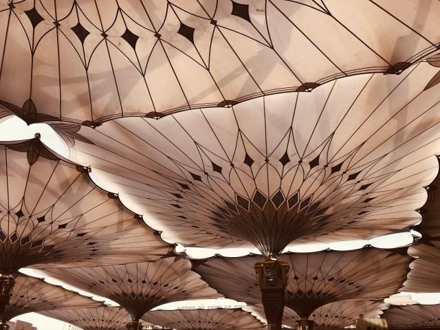 umbrellas-prophets-mosque-masjid-annabawi-madinah-saudi-arabia