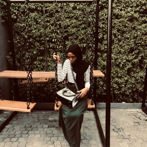 modest-fashion-blogger-pvc-clear-bag-trend-2019-bag-trends-khairahscorner
