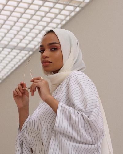 niaamroun-modesty-meaning-bloggers-brands-influence-wardrobe-choices-modest-fashion-lifestyle-khairahscorner