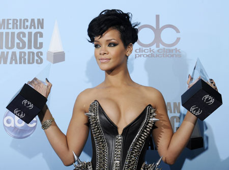 Rihanna becomes top digital singles artist