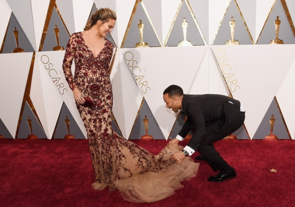 Pregnant Chrissy Teigen looks in Her Oscars 2016 Red Carpet Dress