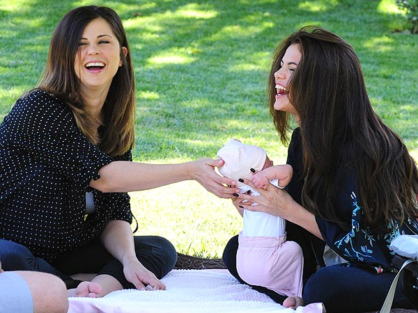 Selena Gomez with her mom, Mandy Teefey, and baby sister Gracie Elliot
