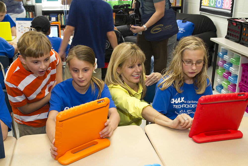 Elementary Classrooms Technology Use : Using technology in the classroom and its positive