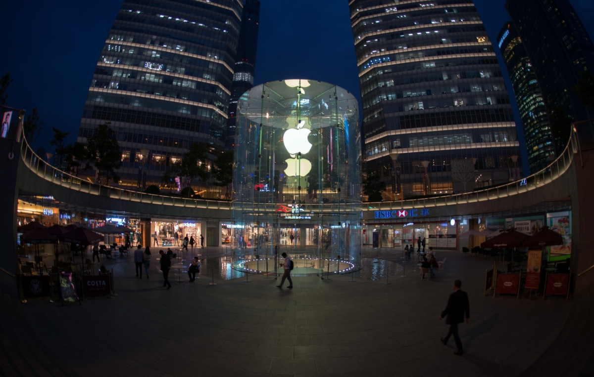 Apple's First Data Center in China to Comply With Law ...