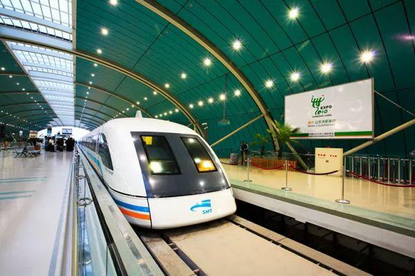 قطار شانغهاي المغناطيسي المعلق من افضل اماكن سياحية في شنغهاي