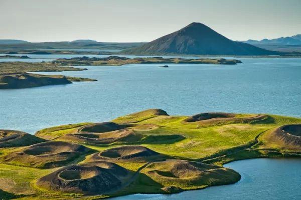 ميفاثن من اجمل اماكن سياحيه في ايسلندا