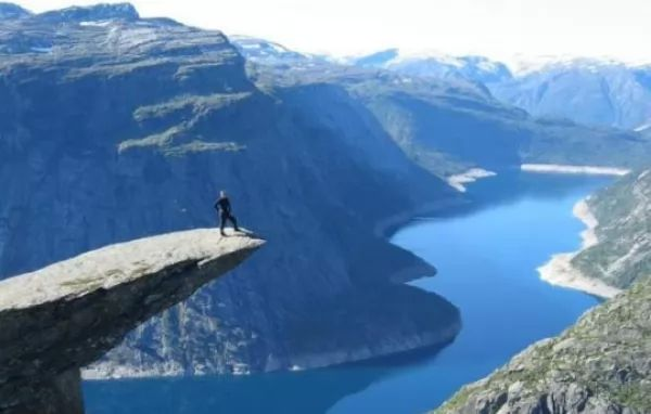 المضايق الغربية من اجمل اماكن سياحية في النرويج