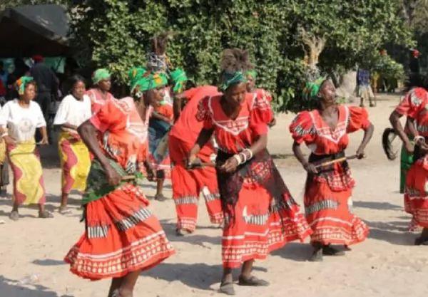 عادات شعب بيمبا