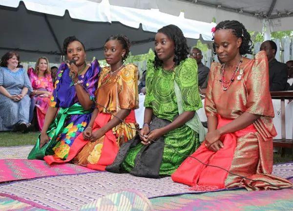 الملابس في أوغندا