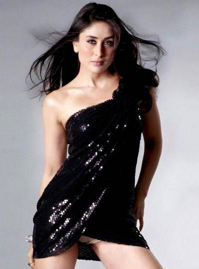 करीना ने वैनिटी वैन में फैन्स को दिया लंच  kareena-fans-have-lunch-in-vanity-van-1-1-1364462541