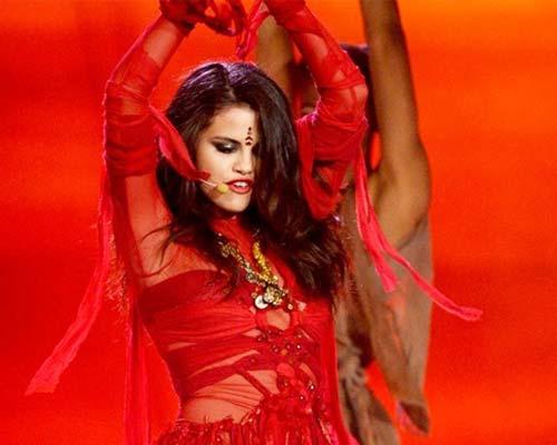 सेलेना की बिंदी से भडके हिंदू bharke from Selena dot Hindu