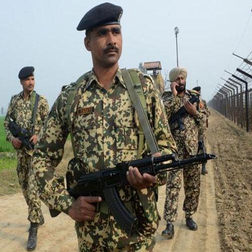 कश्मीर में आतंकवादियों का हमला, 7 जवान घायल Terrorist attacks in Kashmir, 7 young injured