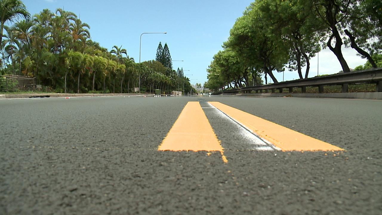 kalanianaole highway yellow lines (1)_107706