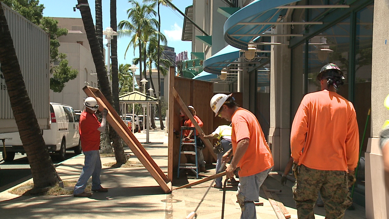 aloha tower marketplace barriers down_108689