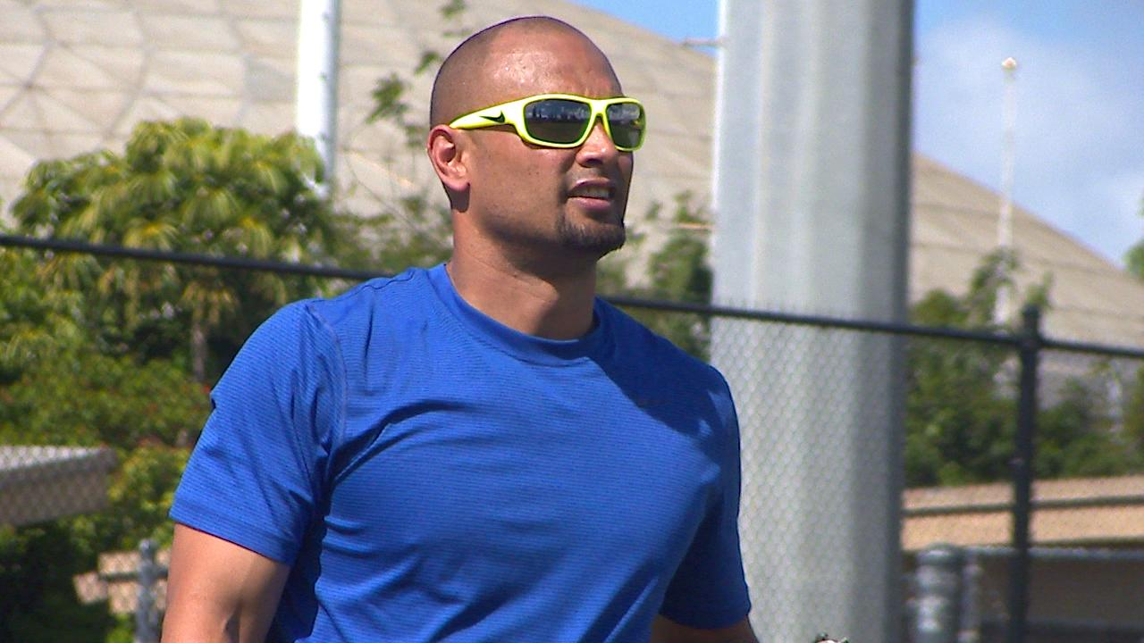 shane victorino great throwing shots_141318