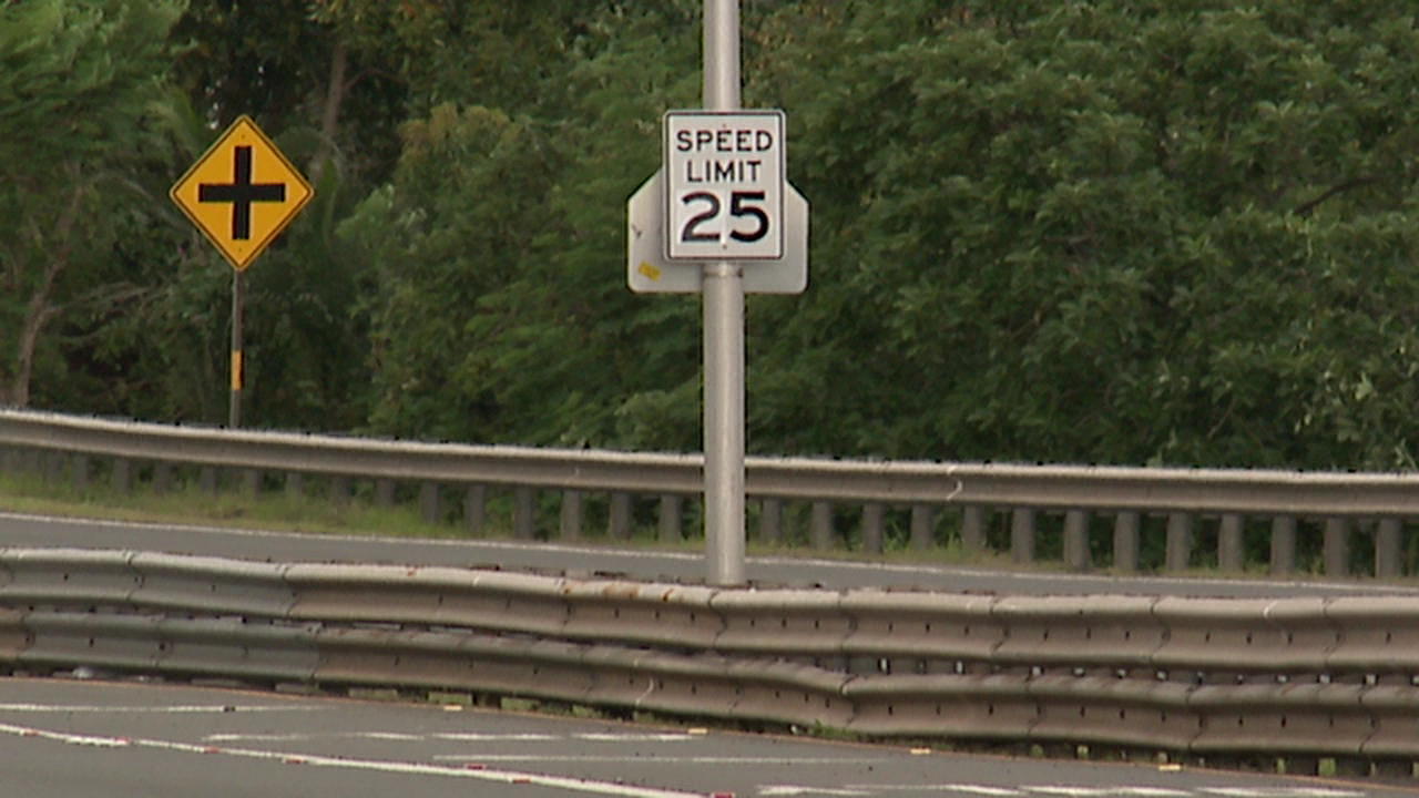 likelike hwy speed limit sign changed again_164795
