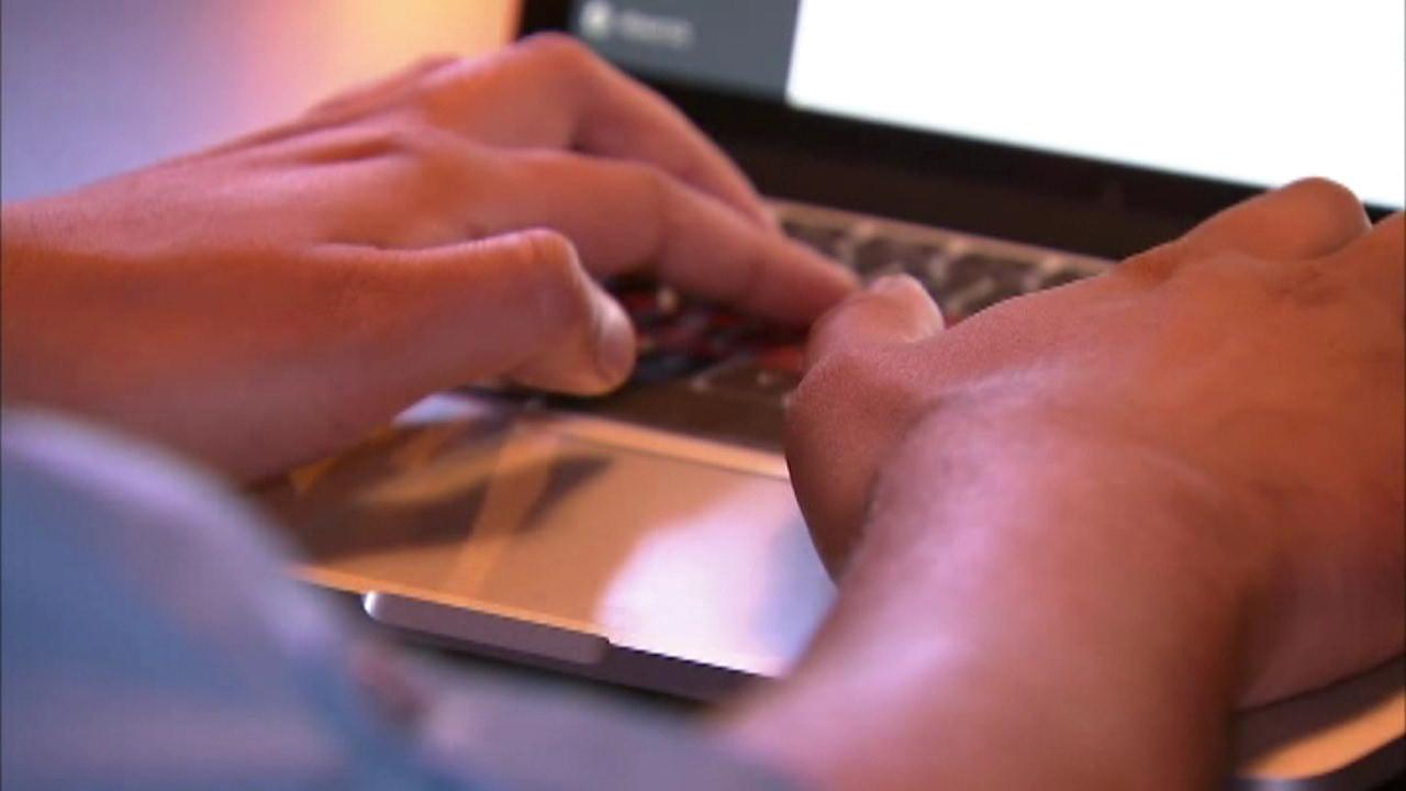 computer hands generic consumer alert action line_110226