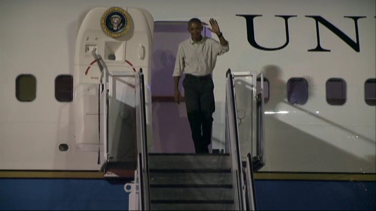 obama arrival honolulu jbphh_173268